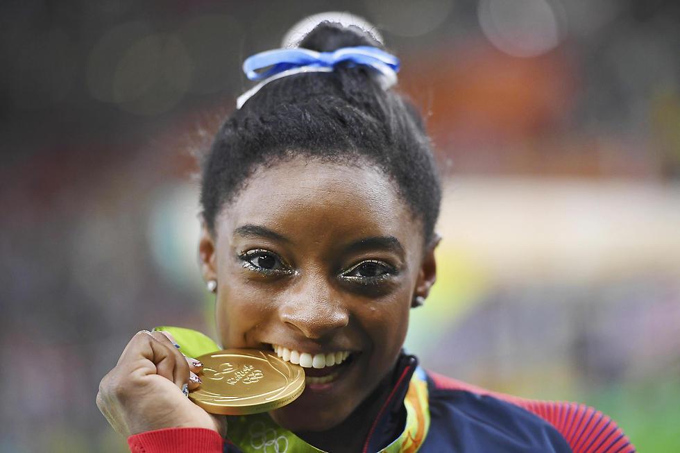 ביילס. חגגה 4 מדליות זהב (צילום: רויטרס) (צילום: רויטרס)