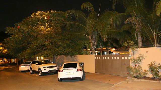 ביתו של רפאלי בהוד השרון (צילום: אבי מועלם) (צילום: אבי מועלם)