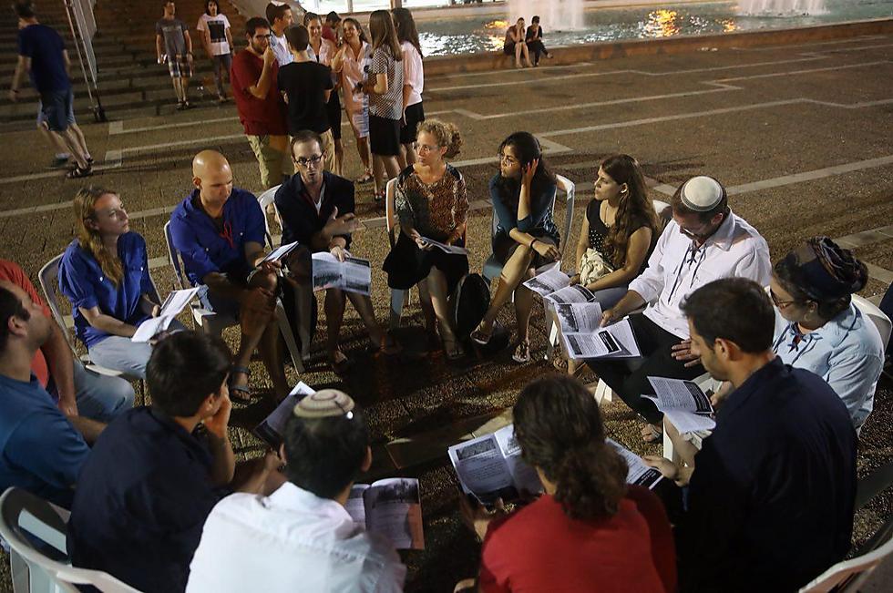 Gathering at Rabin Square in Tel Aviv (Photo: Motti Kimchi)