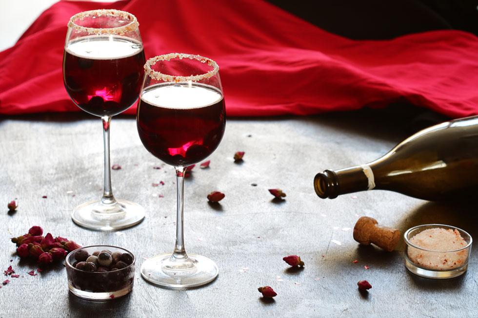 להגברת החשק. קוקטייל יין אדום, שמפניה ופירות יער (צילום: נטע-חן ליבנה)