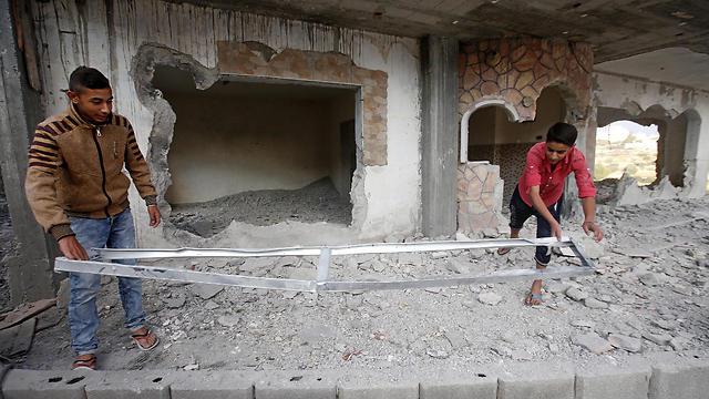 הבית אחרי ההריסה (צילום: EPA) (צילום: EPA)