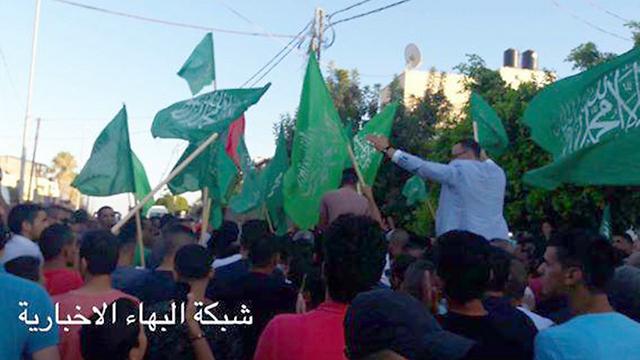 תושבי מזרח ירושלים ממתינים לעבדו בג'בל מוכבר ()