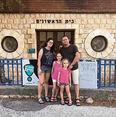 איתן כבל ומשפחתו