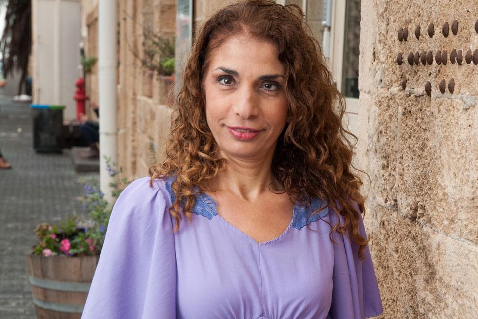 """בת שבע רבנסרי, 51, שחקנית באנסמבל נא לגעת, שמורכב משחקנים חירשים ועיוורים. אם לשלושה, גרה בתל אביב. """"אין דבר כזה, מוגבלת"""" (צילום: עדי אדר)"""