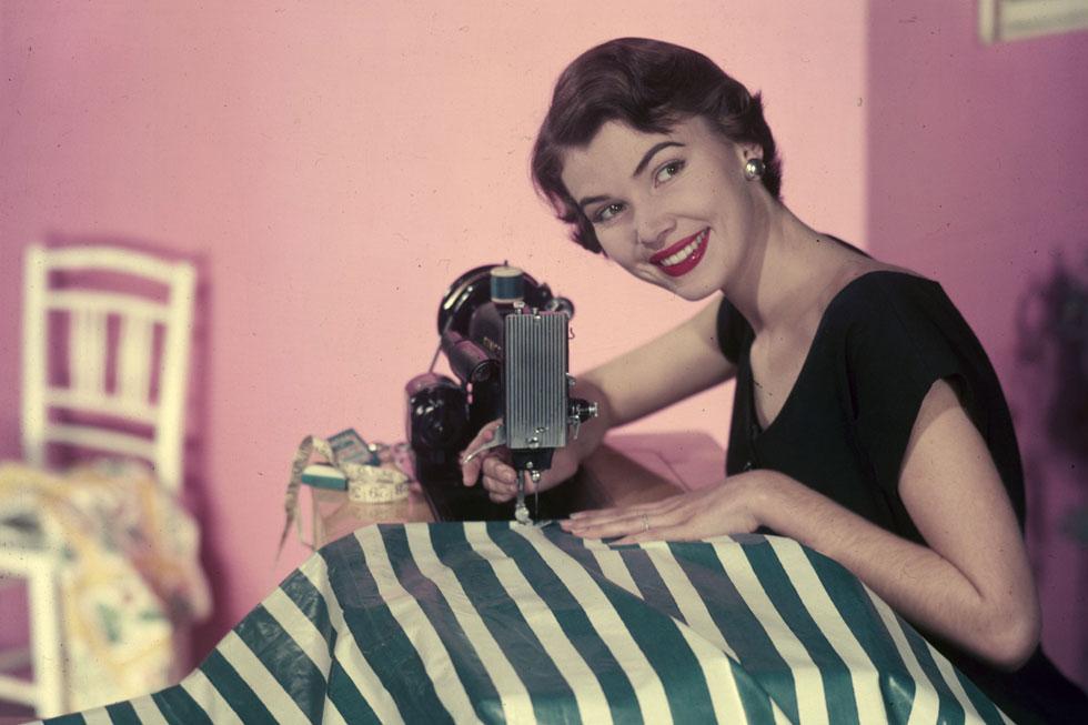 הגיע הזמן לחזור לתפירה הביתית, כמו ב-1954 (צילום: Gettyimages)