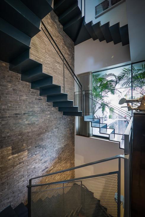 ואיך נראה ביתו של גיא ורסנו, שמכר את המלון לאברמוביץ? לחצו על התמונה (צילום: איתי סיקולסקי)
