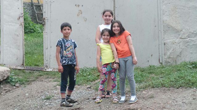הילדים פה לא שמעו על זארה ו-h&m (צילום: משה גלנץ)