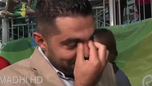 אך פרץ בדמעות אושר ()