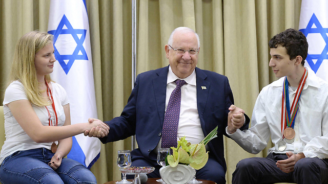 Israeli President Rivlin with the silver and bronze medal winners of the chemistry olympiad in Georgia (Photo: Mark Neiman)
