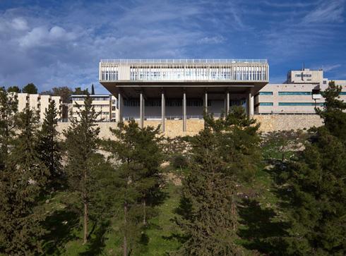 יש גם נקודת אור בצפת: בית החולים החדש והממוגן לילדים. לחצו על התצלום (צילום: עמית גרון)
