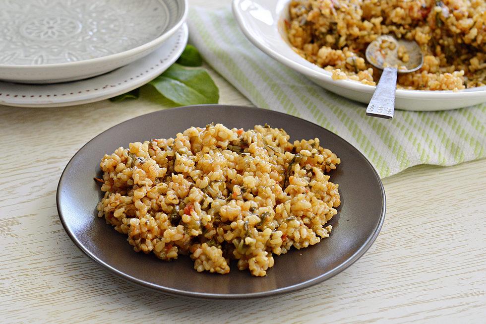 אורז מלא עם תרד ועגבניות (צילום: אפרת סיאצ'י)