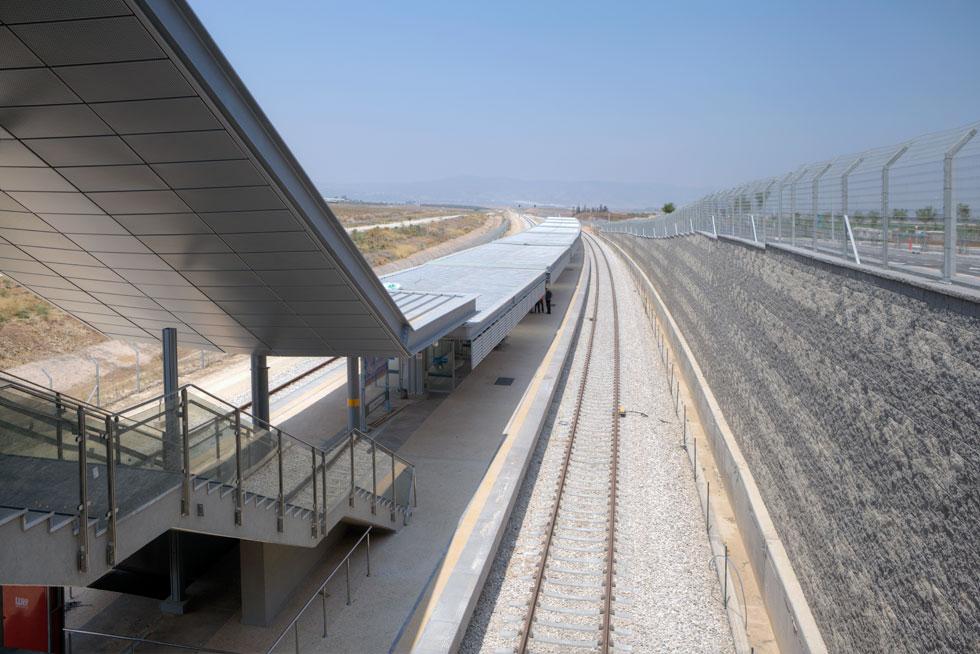 תחנת מגדל העמק-כפר ברוך מרוחקת מכל יישוב. רכבת ישראל שוב דורשת מהאזרחים להתאמץ כדי להגיע לתחנה (צילום: עמרי טלמור)