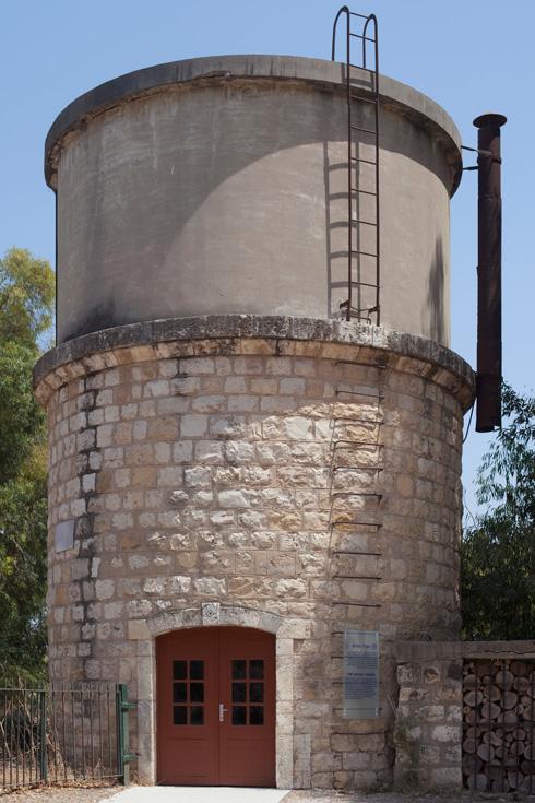 כך ציננו קטרים. מגדל המים ההיסטורי (צילום: עמרי טלמור)