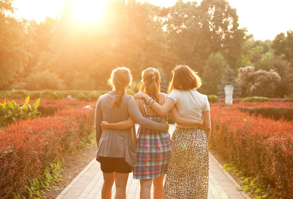 שוחחו על הרגשות שלכם עם אנשים שלא ישפטו אתכם לרעה (צילום: Shutterstock) (צילום: Shutterstock)
