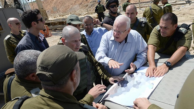 Rivlin being briefed by top IDF commanders on the Gaza border (Photo: Mark Neiman, GPO)