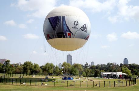 הכדור פורח בפארק הירקון  (צילום: יריב כץ)