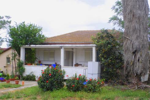 אי-אפשר שלא להתאהב בבתים הישנים במושבים. לחצו על התצלום כדי להיזכר (צילום: אדריכלית סיגל בן נון)