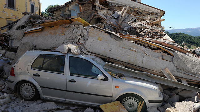 """הריסות באיטליה. """"תמרור אזהרה"""" (צילום: mct) (צילום: mct)"""