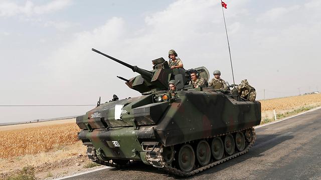 צבא טורקיה נכנס לסוריה, בשבוע שעבר (צילום: EPA) (צילום: EPA)