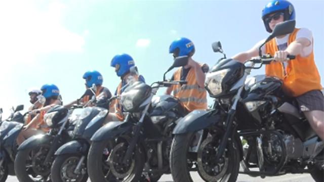 ממתינים לטסט - רוכבים חדשים (צילום: מתן טורקיה)