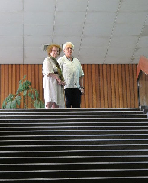 שולמית נדלר עם משה גיל, אחד השותפים במשרד (צילום: מיכאל יעקבסון)