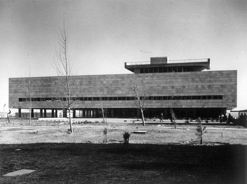 הספרייה הלאומית בירושלים. הדמיון ניכר, אך גם ההבדלים (באדיבות נדלר, נדלר, ביקסון, גיל אדריכלים)