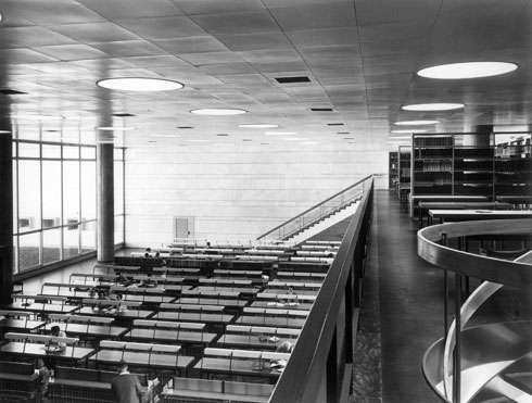 הספרייה הלאומית בגבעת רם מבפנים. חלק בלתי נפרד מהתרבות הישראלית (צילום: מרים שמיר )