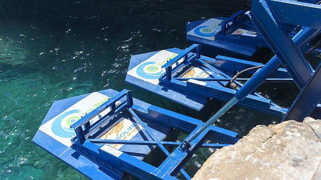 רק המצופים נמצאים במים. מערכת אקו-וויב (צילום: אקו-ווויב) (צילום: אקו-ווויב)