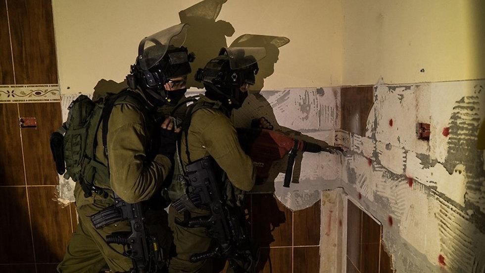 IDF forcers prepare to demolish the home of terrorist Mohammad Amairah (Photo: IDF Spokesperson's Unit)