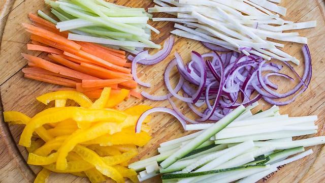ירקות חתוכים (צילום: shutterstock) (צילום: shutterstock)