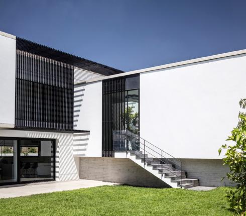 אלמנט חזותי שחוזר בחלקים שונים של הבית (צילום: עמית גרון)