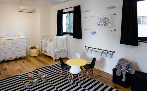 חדר הילדים תוכנן כחדר כפול, שניתן יהיה לפצל בעתיד (צילום: עמית גרון)
