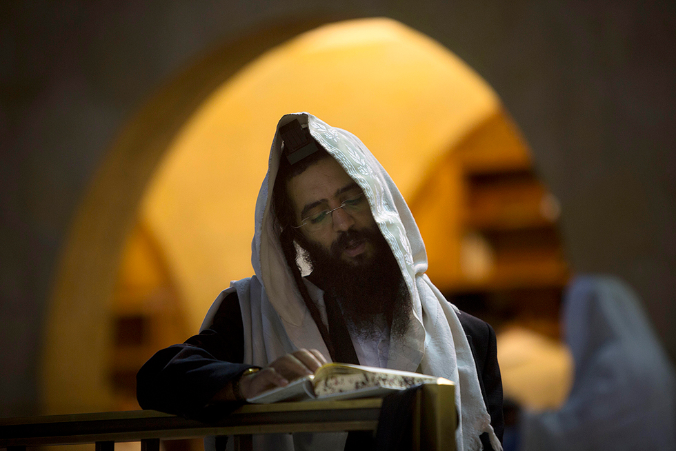 Ultra-Orthodox man prays (Photo: Gettyimages)