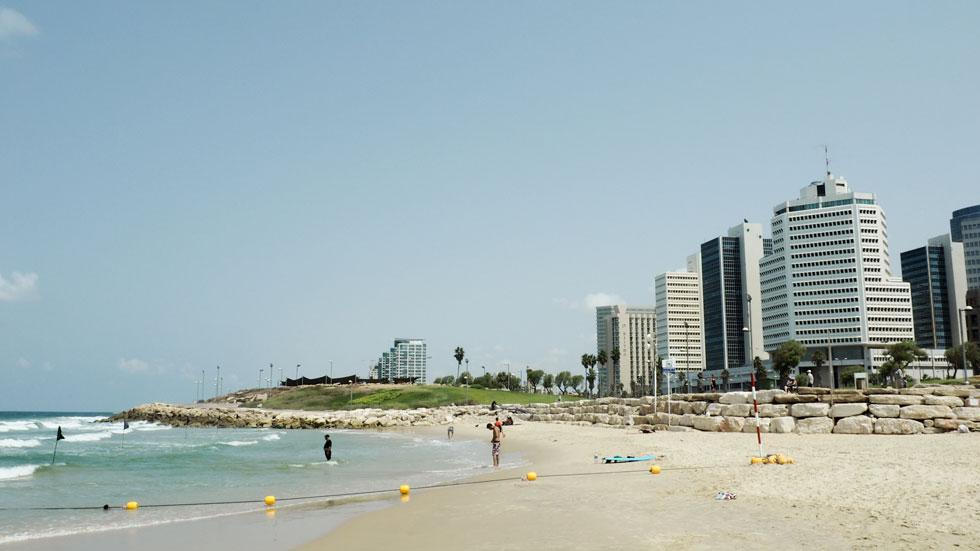 מצפון: מלונות ומגדלים תל אביביים (צילום: אורית פניני)