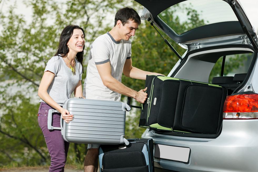 קחו רכב בקטגוריה גבוהה יותר מזו שחשבתם עליה - זוג מטייל זקוק לסופר-מיני לפחות, בעוד למשפחה עם 2-3 ילדים מומלץ לבחור במיניוואן (צילום: Shutterstock)