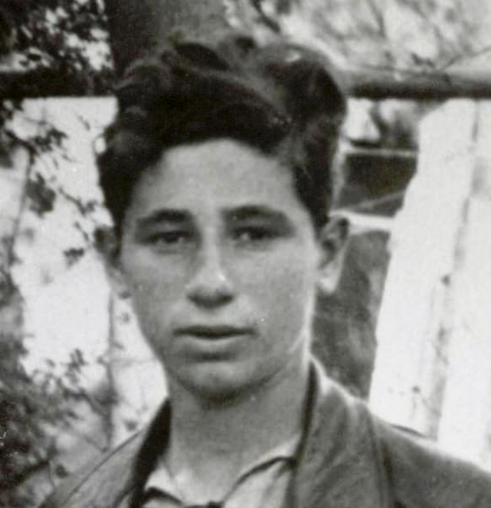 Peres in his teens (Photo: Shimon Peres Archive)