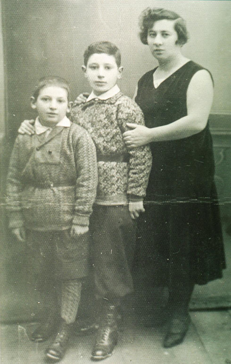 Peres as a child (Photo: Shimon Peres Archive)