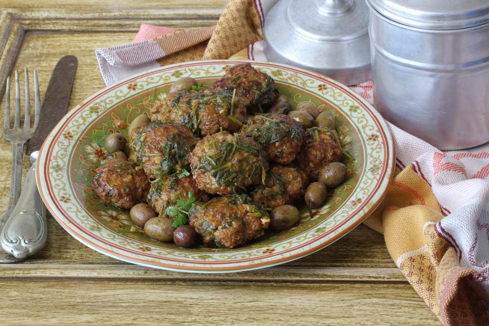 כיפתה – קציצות בשר מרוקאיות ברוטב כוסברה ושום (צילום, סגנון והכנה: אסנת לסטר)