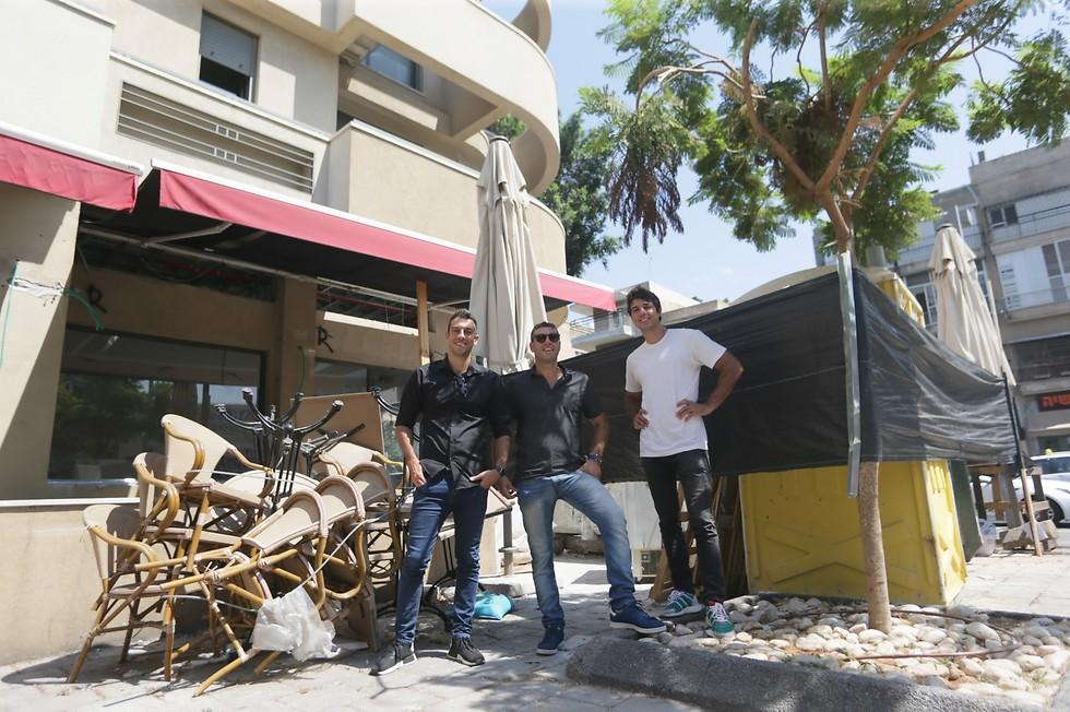 רז אבידן (מימין), עידן אבידן ומור אבידן - קפה מסעדה שיהיה פתוח 24/7 (צילום: ירון ברנר)