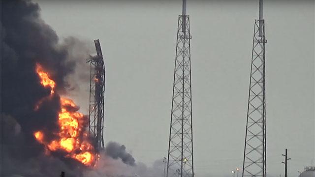 הפיצוץ על כן השיגור (צילום: EPA) (צילום: EPA)
