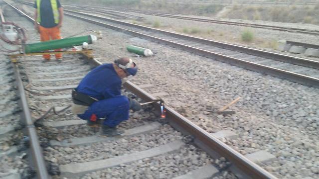 """עבודות על המסילה. יותר מ-50 אלף איש בקו ת""""א-חיפה בימי ראשון (צילום: רכבת ישראל) (צילום: רכבת ישראל)"""