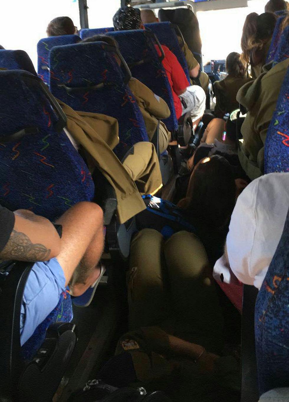 אוטובוס עמוס חיילים שיצא מתל אביב הבוקר