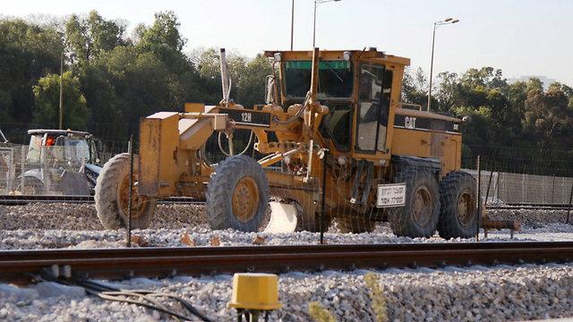 עבודות תשתית בתחנת הרצליה ( צילום: אבי מועלם )