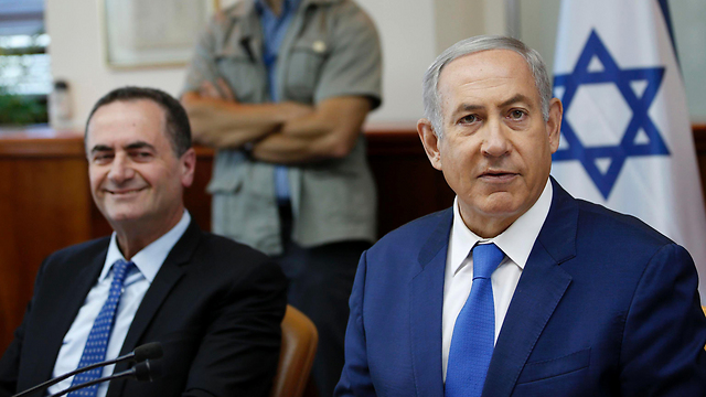 Minister Yisrael Katz and PM Netanyahu (Photo: AFP)