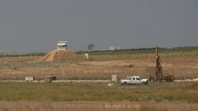 Work begins on the Gaza border barrier (Photo: Roee Idan)
