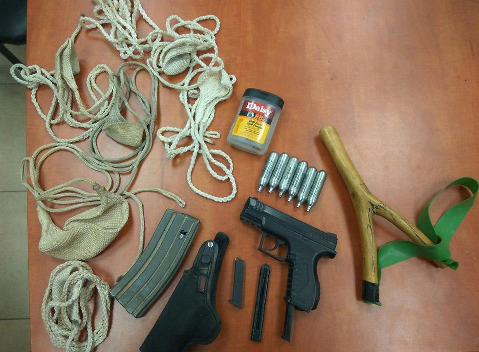 רובה האוויר שנמצא ברשות הצעיר (צילום: משטרת ישראל)