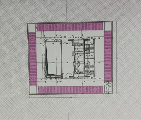 תרשים הפיר במבט-על. רוחב ואורך של כ-25 מטרים, עומק של כ-50 מטרים, עם שלוש מעליות שיורדות ועולות בו (צילום: גיא נרדי)