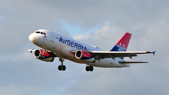 """מטוס של חברת """"אייר סרביה"""" (צילום: shutterstock) (צילום: shutterstock)"""