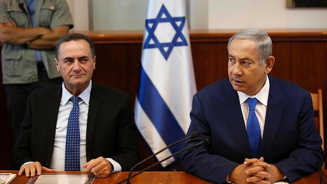 """נתניהו וכץ. """"המשבר לא נוהל בשכל"""" (צילום: AFP) (צילום: AFP)"""