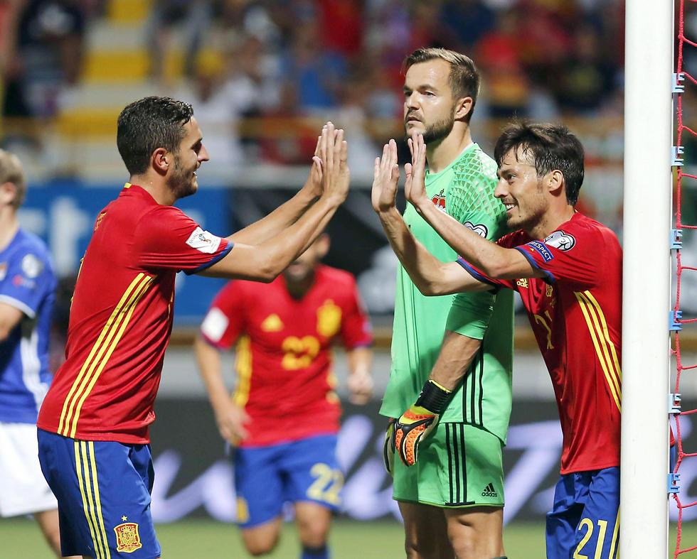 נבחרת ספרד. מחוץ לעשירייה הראשונה (צילום: EPA) (צילום: EPA)